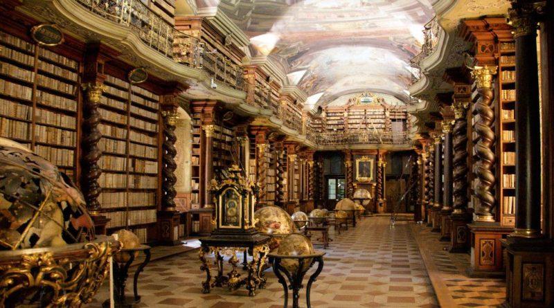 Clementinum library. Wikipedia / BrunoDelzant